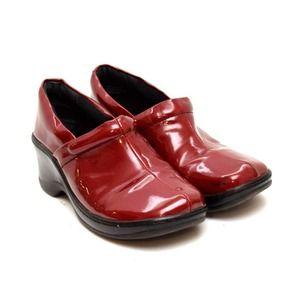 b.o.c Born Concept Nurse Clogs Faux Patent Leather